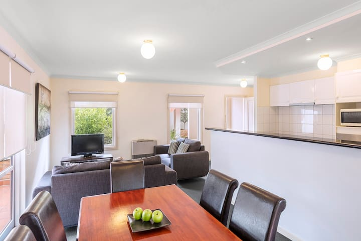 Ample 3 Bedroom Townhouse in Hawthorn East