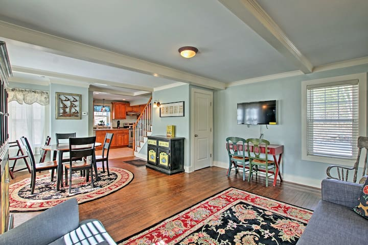 Remodeled Farmhouse in Waterford Near 2 Beaches!