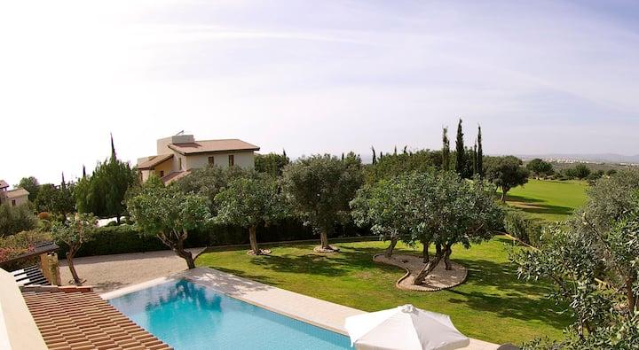 Villa Paparouna with private pool and hot tub