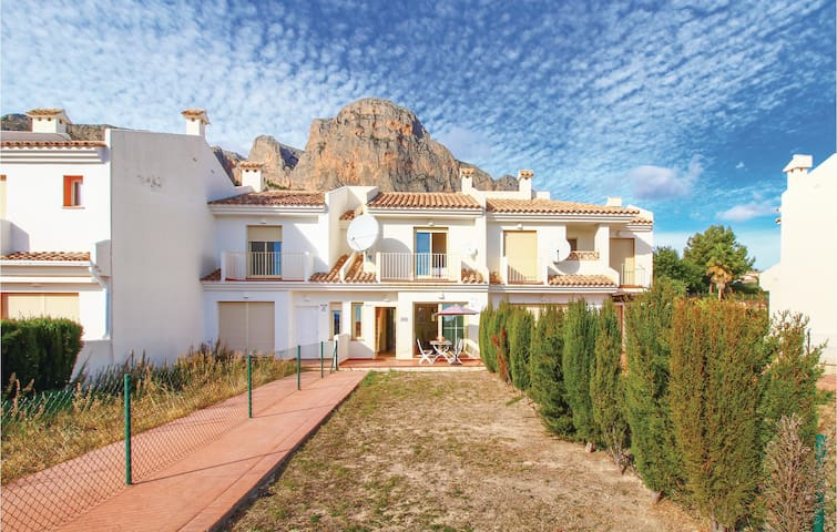 Terraced house with 2 bedrooms on 60 m² in Polop de la Marina