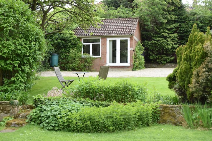 Garden Studio, Sleights - just 3 miles from Whitby