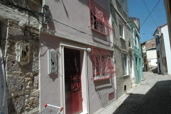 Ayvalığın tarihi rum evi 2 katlı  (YENİLENDİK)