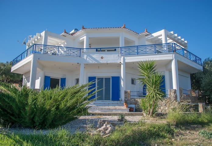 Peaceful and private villa for up to 6 people.