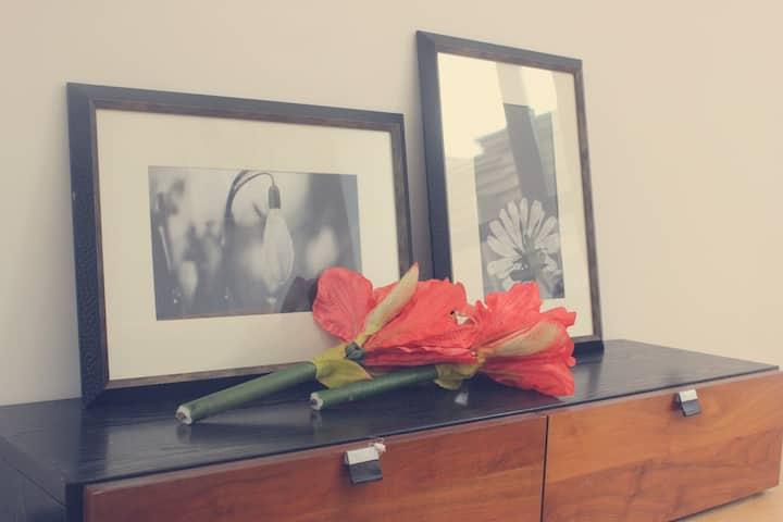 茶山大学城C | 独立双房公寓| 欧尚春天广场 | 独立带窗卫浴 | 独立客厅 | 共享厨房客厅。