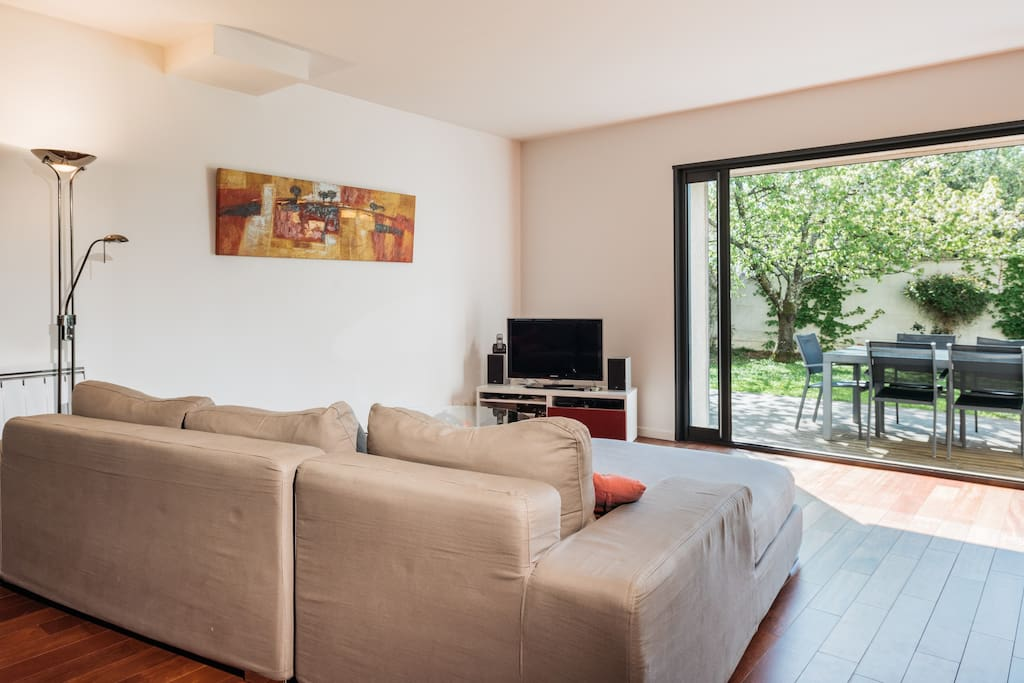 Lovely living room with access to the garden
