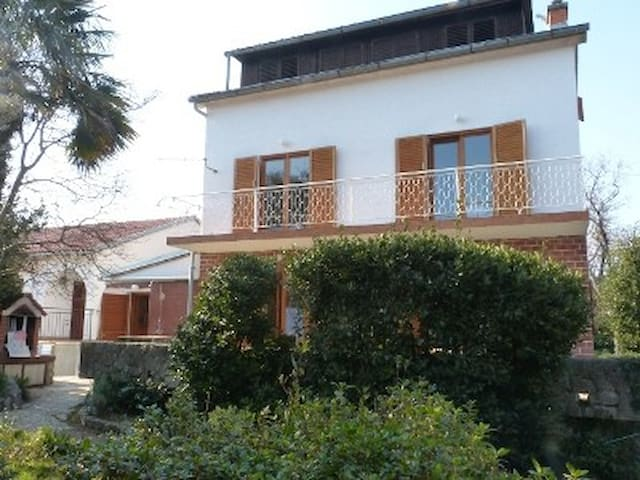 Studio Yasmin, 50m from the beach and  promenade
