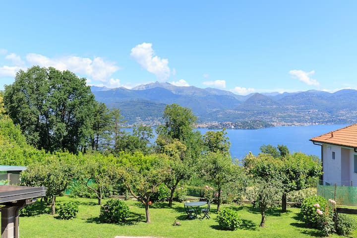 Charming Lakeview Flat With Garden Above Stresa