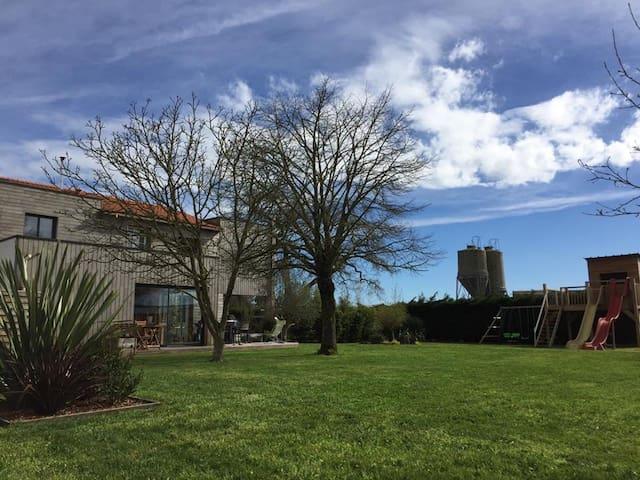 Grande maison d'architecte au calme en Vendée