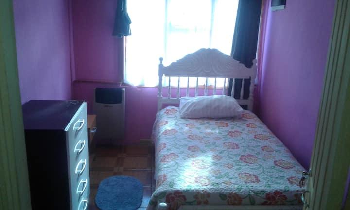 habitación/1 o 2 personas/1 cama/baño privado