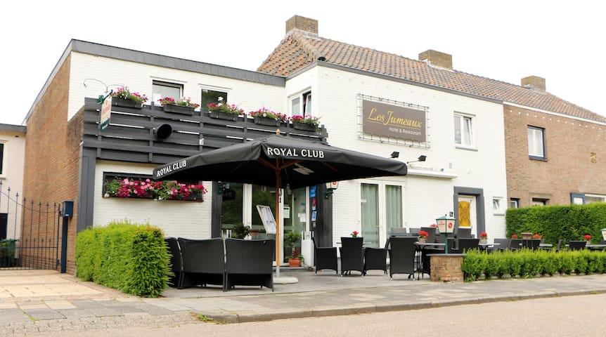 Hotel & Restaurant Les Jumeaux