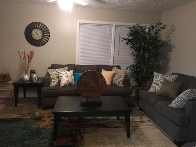 Cozy Private 1BR. Prime Location! - Akron - Byt