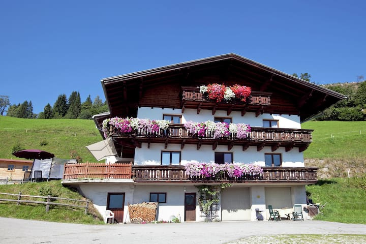 Spacious Apartment in Sankt Johann im Pongau with Garden