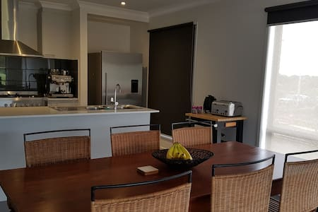 Your home away from home - Warrnambool - Huis