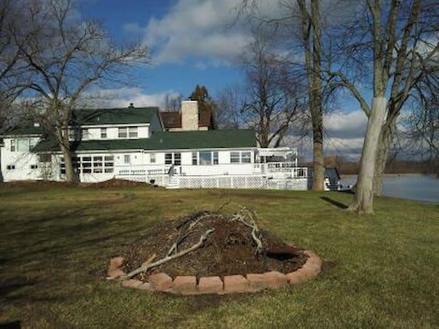 Brian Boru's White House Cabin on  Lake- Ann Arbor