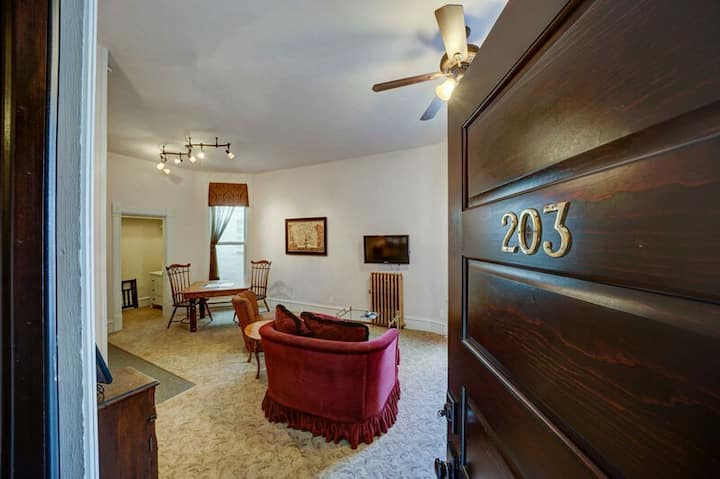 The 203 at The Palace- Elegant Suite with Historic Style