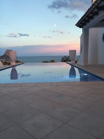 Beautiful villa, magnificent views & infinity pool - Calp - House