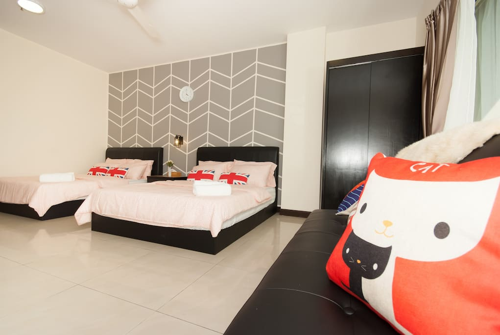 Amazing Family suites (2-7pax), Two queen beds, 1 sofa bed,1 floor mattress, ALL Brand NEW!!