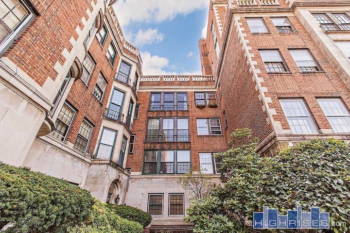 RNC Housing - Furnished 3 BR Condo - Cleveland - Apto. en complejo residencial