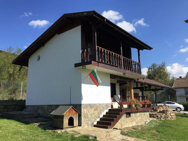 Home with Amazing View near Botevgrad