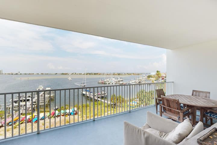 4th Floor Condo w/, Beach Chairs & Umbrella, Outdoor Pool, Gulf-Front