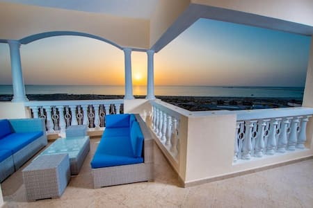 Wake up to the beach view ! Gorgeous apartment RAK