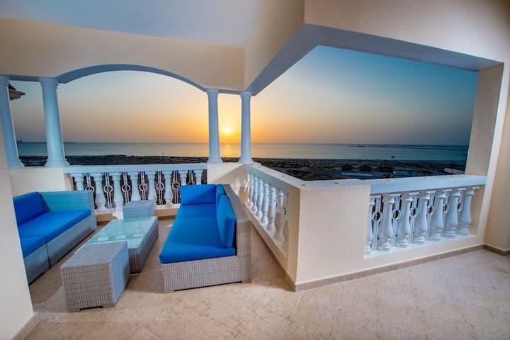 Wake up to the beach view ! Gorgeous apartment RAK