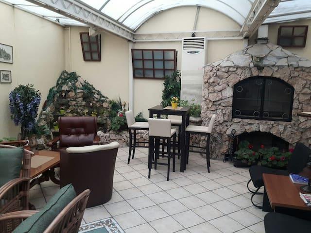 Savamala charm room