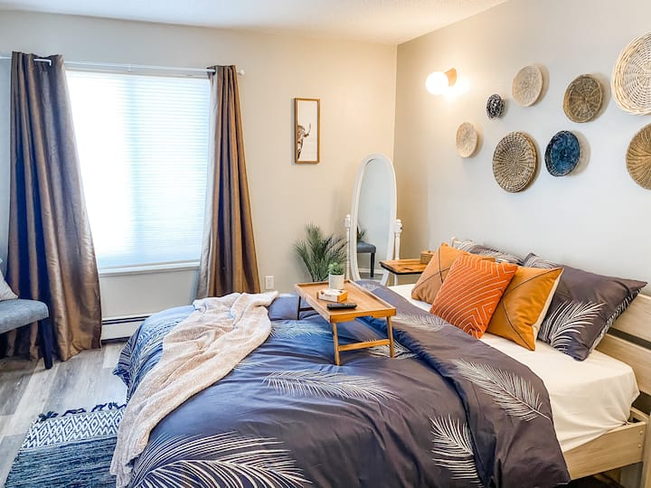 Boho Cozy Condo just Minutes from St.Mary's & CMU
