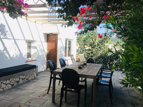 Villa Teresa! Cosy & Private + BBQ & FREE parking