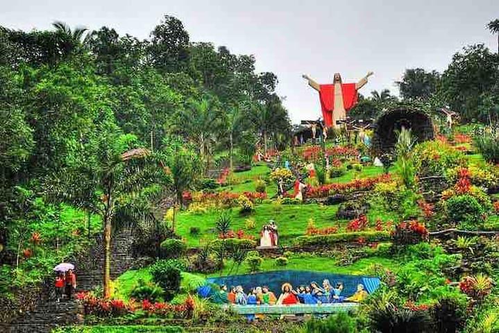 Lucban Quezon Philippines Kamay ni Jesus Bukidamar