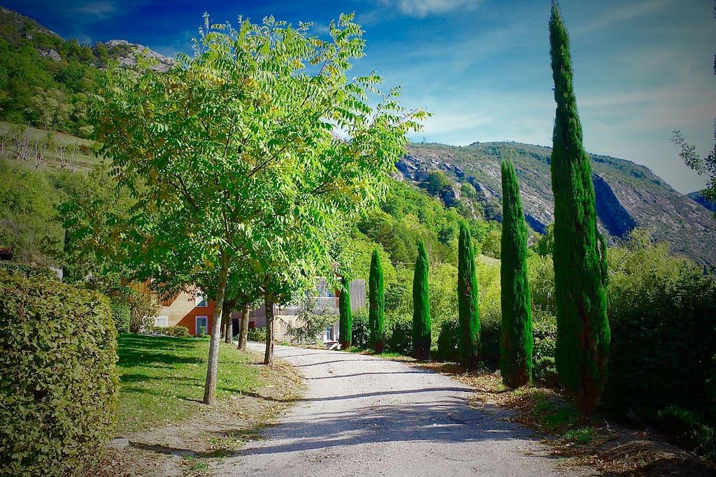 Gite le Paradis*** Pont en Royans Vercors - Gite 319101 - Ocre - Chemin accès