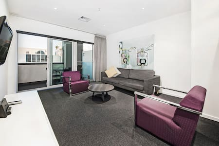 Modern 2 Bedroom Apartment in Fitzroy - Fitzroy - Apartment