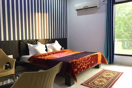 """Stylish/Artsy/Large Room-1 IN""""Holy City of Bliss"""""""