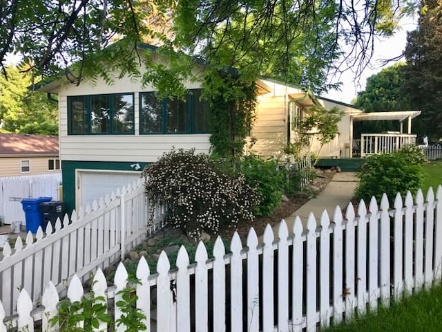 Easy access from major road in central Sioux Falls, with off-road parking on parking pad. Look for the white picket fence and inviting landscape. Walking distance to VA, parks, zoo and Midco Aquatic Center.