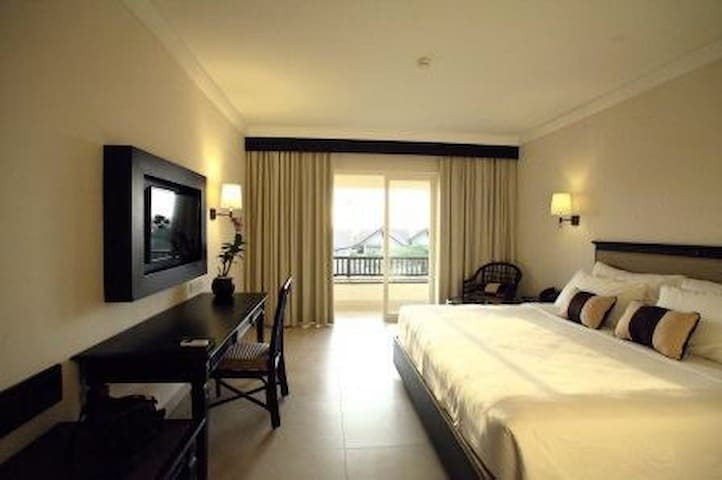 Room & b'fast at Grand Luley Manado - manado - Bed & Breakfast