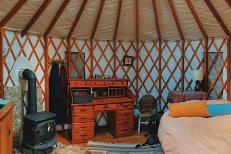 A SMALL YURT TUCKED IN THE WOODS - Sandpoint - Jurte