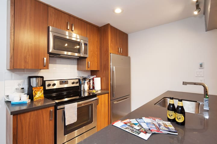 Gorgeous kitchen, with stainless steel appliances and lots of space!