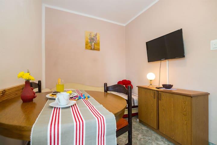 Studio Apartmá na pobřeží, 150m od centra, v Slatine (Ciovo), Balkon