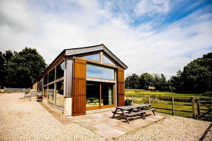 Luxurious barn-conversion near Bath