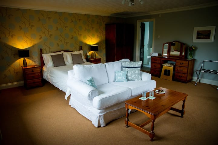 Apple - A large double room