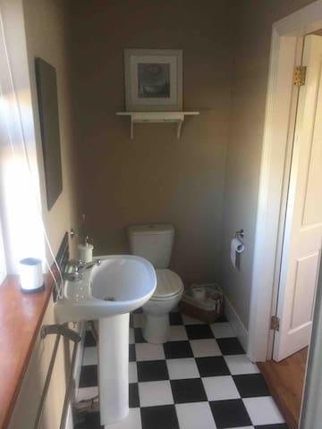 Main Guest Bedroom En-suite
