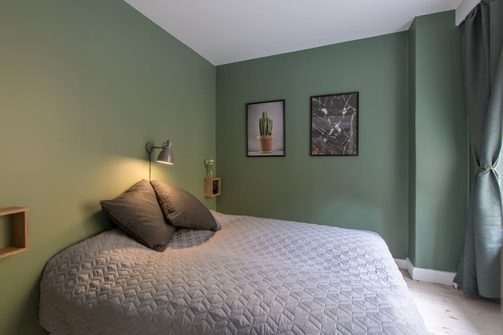 Bedroom #1 with a king size bed(180x200cm) plus nice light and curtains if preferred