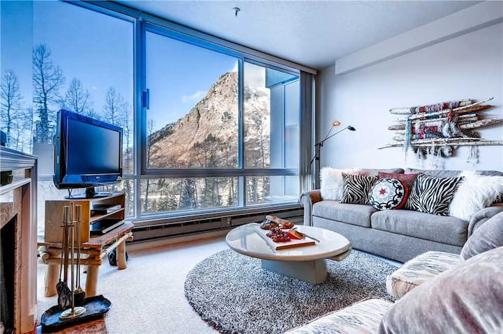 Ski in/Ski Out to this Delightful Two Bedroom Condominium with Wood Fireplace  - The View #15