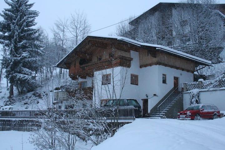 Schöne Ferienwohnung in Gerlosberg in Waldnähe