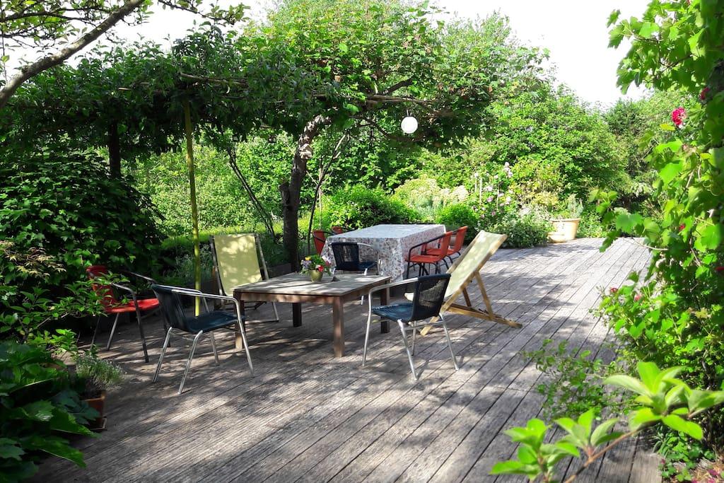 maison avec jardin et terrasse dans azay le rideau maisons louer azay le rideau centre. Black Bedroom Furniture Sets. Home Design Ideas