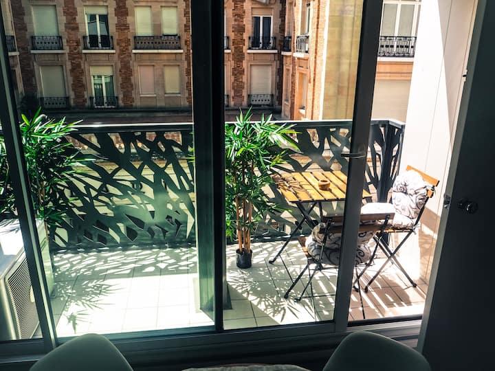 """Luxury & charming apartment in Champs Elysées"""