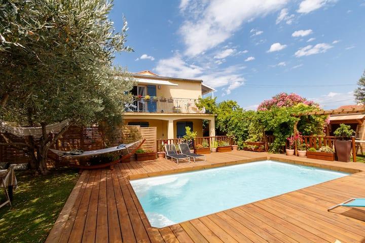 Proche de Nîmes, petit paradis dans villa +piscine