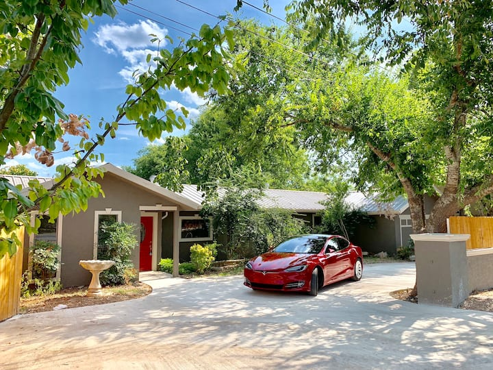 Riverfront House on Guadalupe, sleeps 18+