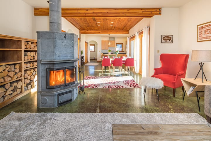 NEW - Private River Access, Mountain Views