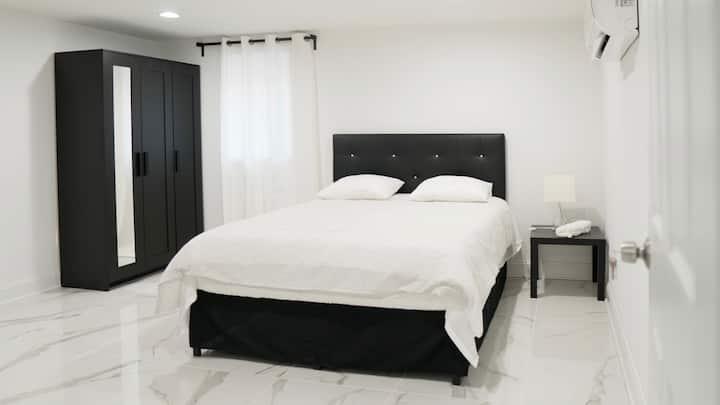 Room E: Cozy/Modern Private Bedroom near DCA